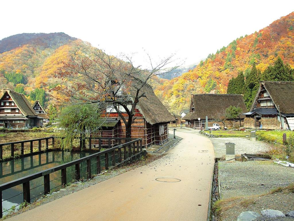 五箇山・菅沼の紅葉